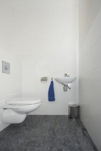 03-toilet
